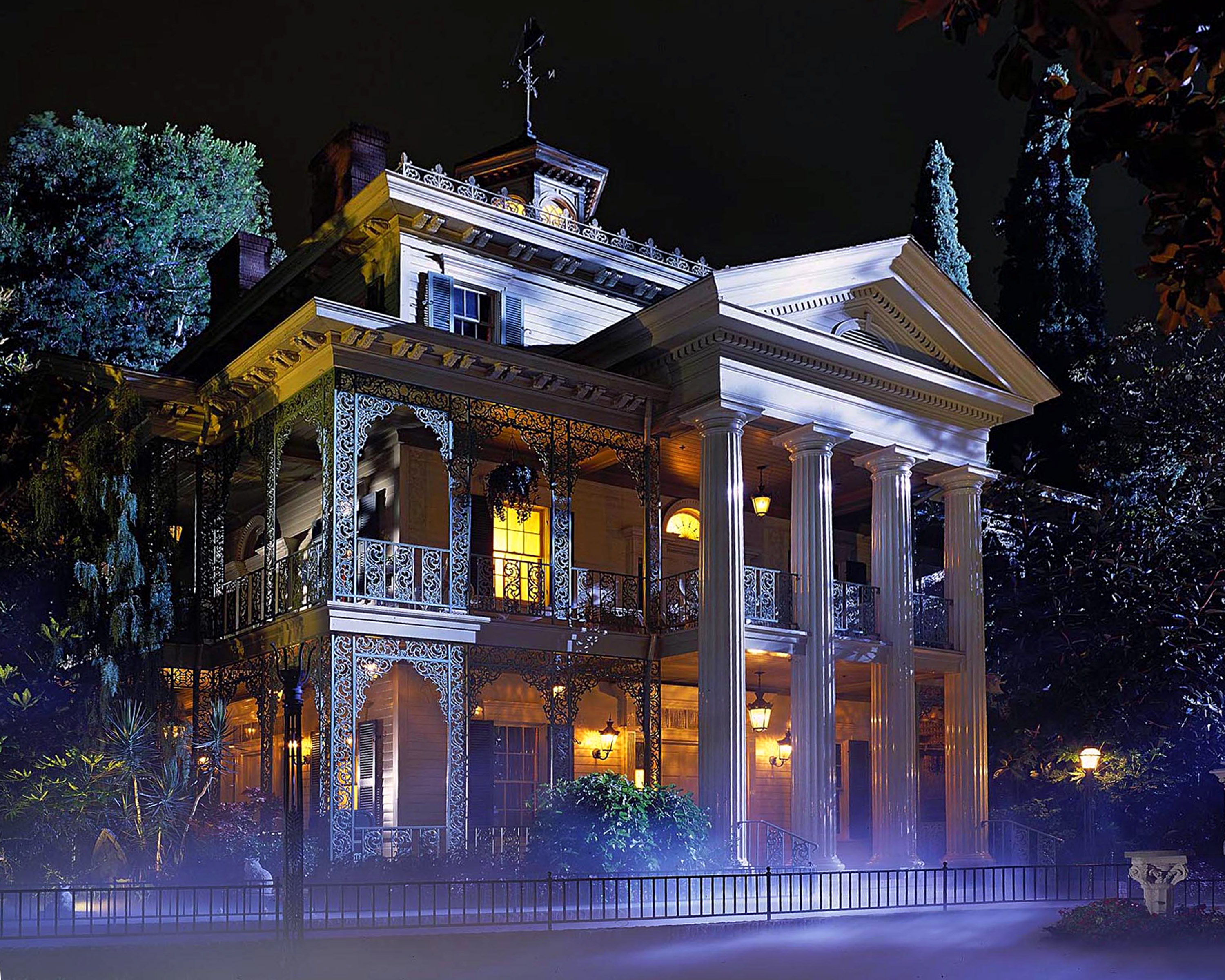 HAUNTED MANSION -Ð This New Orleans Square